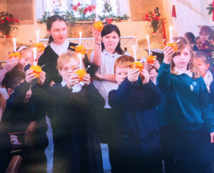 Fraser's Budgens lights up Christingle!
